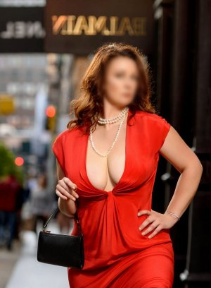 Amande adult dating in Lawrenceville